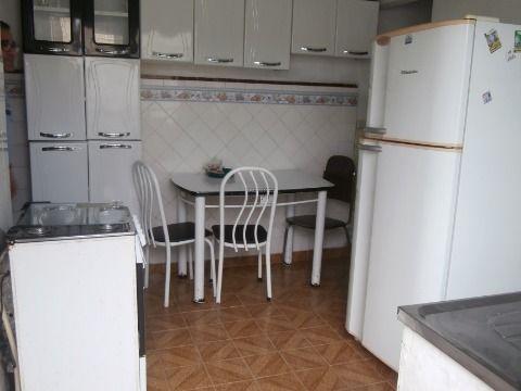 Casa 1 dormitório, sala, cozinha, banheiro e área de serviço na Vila Voturuá em São Vicente