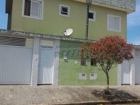 Sobrado 2 dormitórios, sala, cozinha, banheiro, área de serviço, quintal com churrasqueira e garagem no Parque Bitarú em São Vicente