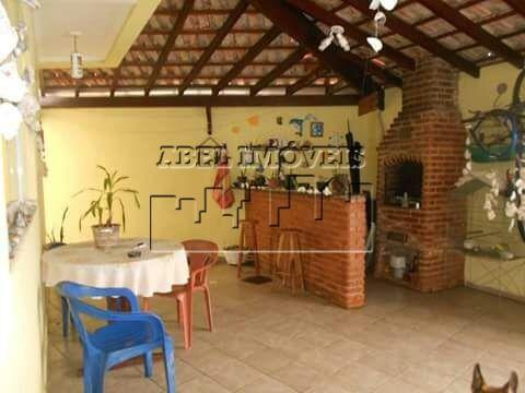 Sobrado 2 dormitórios (1 suíte), sala 2 ambientes, cozinha planejada, banheiro, área de serviço, churrasqueira, sacada e garagem na Vila Tupy em Pr...