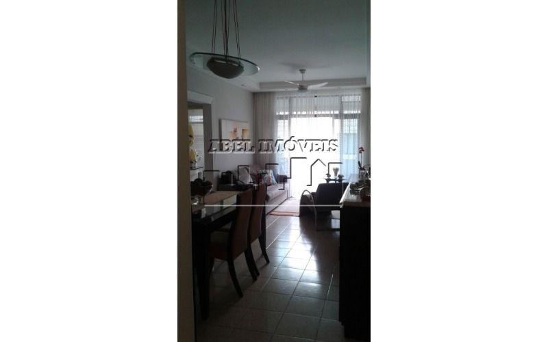Apartamento 2 dormitórios, sendo 1 suíte, sala 2 ambientes, cozinha, banheiro área de serviço e dep. completa no Itararé em São Vicente