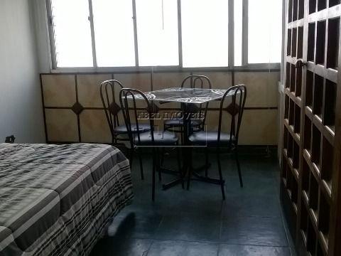 Sala living dividido, cozinha, banheiro e garagem no Ilha Porchat em São Vicente