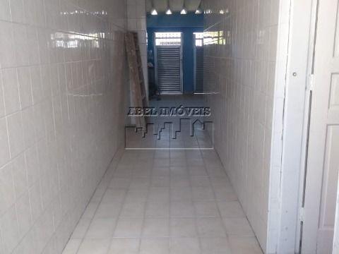 Casa 2 dormitórios, sala, cozinha, banheiro, quarto nos fundos, área de serviço, quintal e garagem no Pompeba em São Vicente