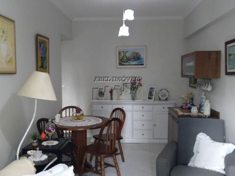 Apartamento 2 dormitórios, sala 2 ambientes, cozinha, 2 banheiros e área de serviço, todo mobiliado e decorado no Itararé em São Vicente