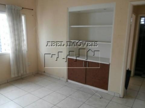 Apartamento com ótima localização em São Vicente