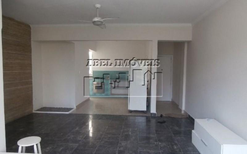 Apartamento com 02 dormitórios e garagem privativa no Itararé em São Vicente