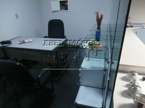 Consultório Odontológico montado com mobilha e equipamentos necessários para funcionamento imediato