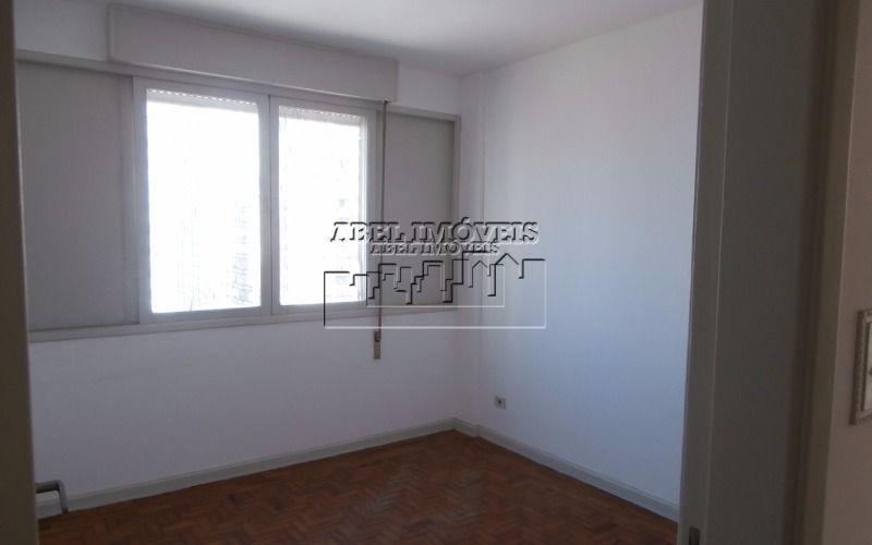 Apartamento com 2 dormitórios, sala 2 ambientes, cozinha, banheiro, área de serviço e garagem