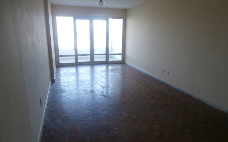 Apartamento 2 dormitórios, sala 2 ambientes, cozinha, banheiro e área de serviço no Itararé
