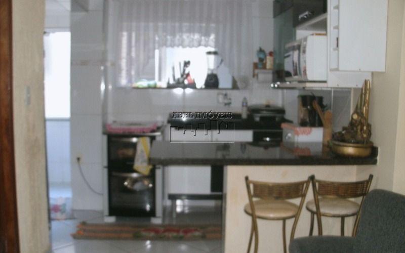 Apartamento 1 dormitório com suíte , sala, cozinha, banheiro e área de serviço no Itararé em São Vicente