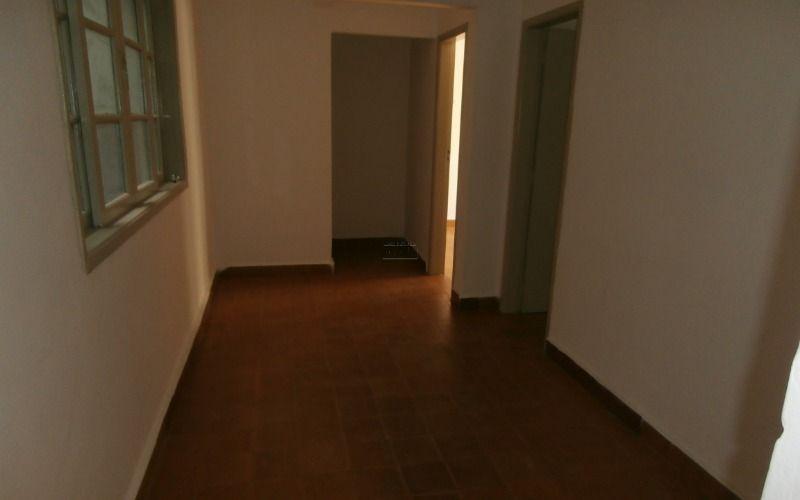 Apartamento de 02 dormitórios, sala, cozinha, banheiro social, área de serviço e garagem