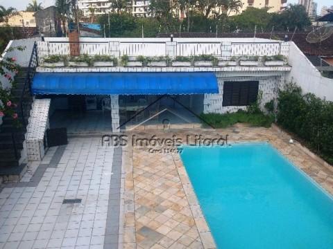 Sobrado 4 Dormitórios na Vila Caiçara em Praia Grande - SP