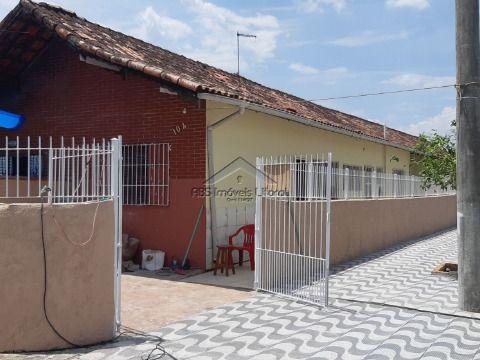 Casa de 2 dormitórios no Maracanã em Praia Grande