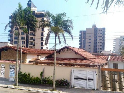 Casa 4 Dormitórios Alto Padrão no Jardim Imperador Praia Grande - SP