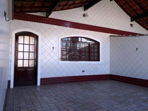 Casa de 2 dormitórios com suíte no Jardim Real em Praia Grande