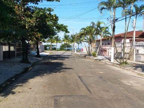 Casa 3 Dormitórios sendo 2 suítes no Jardim Imperador em Praia Grande - SP