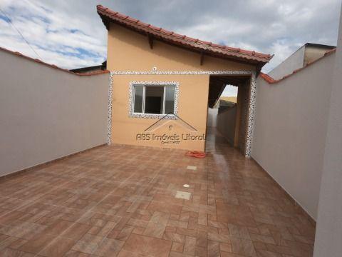 Casa de 2 dormitórios no Esmeralda em Praia Grande