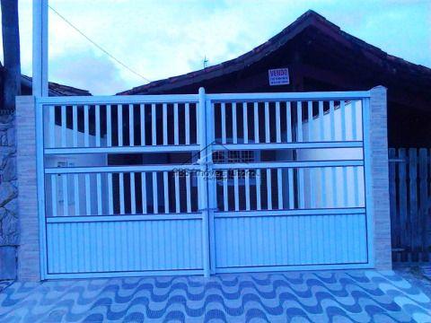 Casa de 5 dormitório reformada no Maracanã na Praia Grande