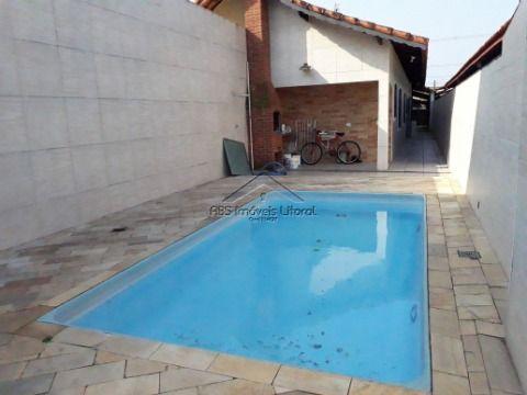 Casa com piscina no Maracanã em Praia Grande-SP
