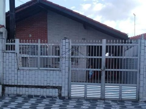 Casa no Maracanã em Praia Grande - SP