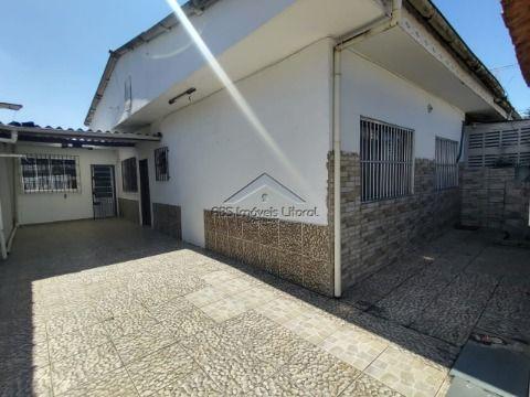 Casa 3 dormitório e 1 suite no Bairro do Maracanã na Praia Grande