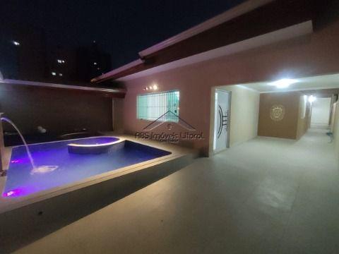 Casa de 3 dormitórios no Maracanã em Praia Grande