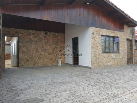 Casa 3 Dormitórios e Piscina no Jardim Real na Praia Grande - SP