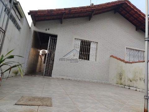 Casa com 2 dormitórios no bairro Jardim  Imperador  Praia Grande