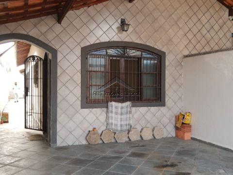 Casa com 2 dormitórios no bairro Maracanã Praia Grande
