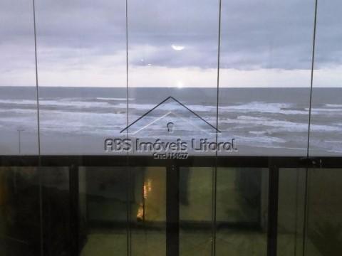 Apartamento de dois dormitórios frente mar