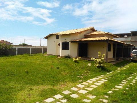 Ótima casa em Itaipuaçu, com 2 qtos (sendo 1 suite), quadra da praia, com de  terreno 780m2 .