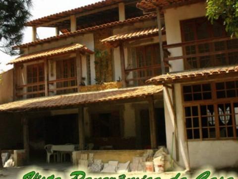 Casa triplex com 3 suites, pertinho da praia