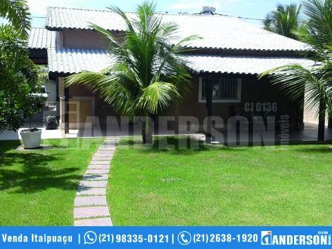 Magnífica Casa 4 Qtos sendo 3 suítes área gourmet churrasqueira e piscina em Itaipuaçu