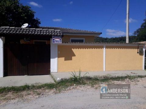 Casa com 03 quartos (01 suíte), Condomínio com área de lazer e portaria 24h.