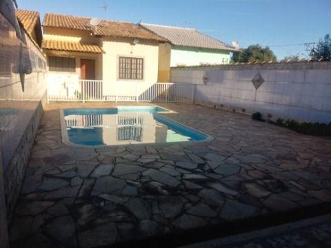 Excelente Casa em Itaipuaçu c/ 3Qtos (1 suíte), Piscina, Churrasqueira e próx. ao Centro comercial e a Praia.