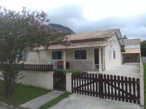 Excelente Casa em Itaipuaçu 2Qtos (1suíte), churrasqueira, piscinas e ampla área de lazer..