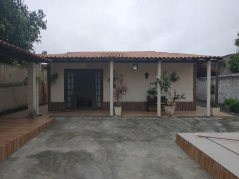 Casa com 4 Quartos com piscina e churrasqueira em terreno 480m² pertinho da praia.