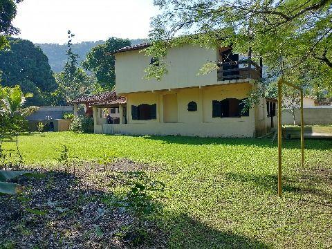 Ótimo sítio em Itaipuaçu com 1376m² com 4 quartos (1 suíte), anexo, piscina e churrasqueira