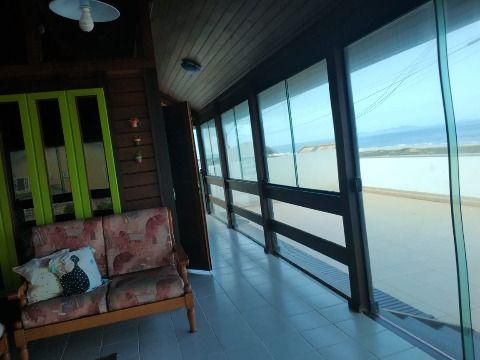 Excelente Casa frente ao mar c/ vista privilegiada para praia de Itaipuaçu.