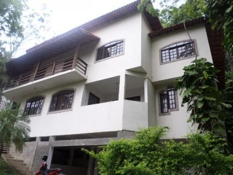 Casa Duplex com 03 Quartos em condomínio com vista para o mar no Recanto.