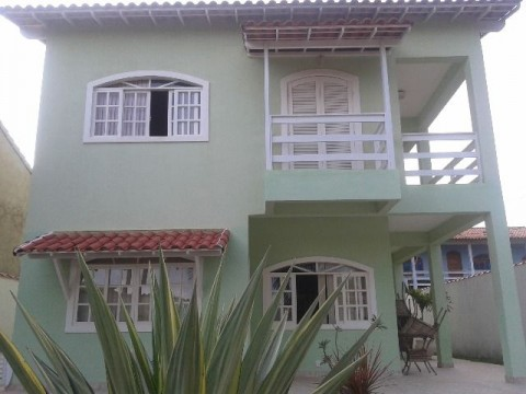 Casa duplex 4 quartos (sendo 1 suite), excelente localização.