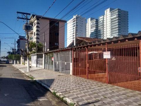 CASA TÉRREA PRAIA GRANDE - CANTO DO FORTE, SENDO: 04 Dormitórios