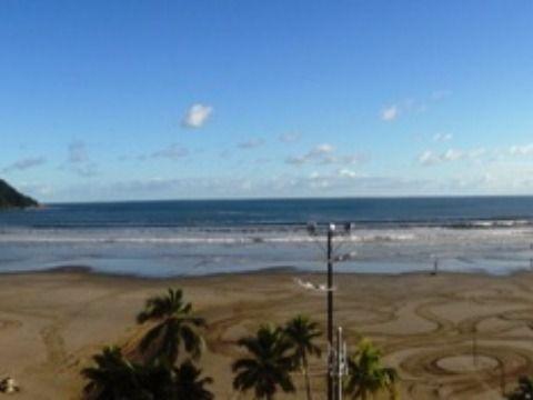 Apartamento 3 suítes em Praia Grande no canto do forte frente para o mar