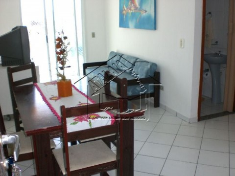 Apartamento em Praia Grande na Vila Caiçara com 2 dormitórios