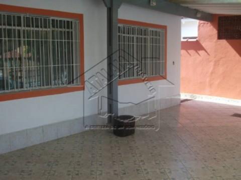 Casa 3 Dormitórios isolada no Jardim Imperador Praia Grande