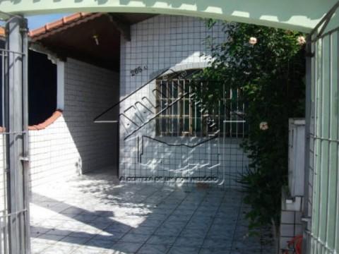 Casa 02 dormitórios, 01 suíte no Jardim Imperador em Praia Grande!