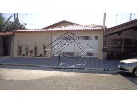 Linda casa 03 dormitórios, 01 suíte no Jardim Imperador em Praia Grande!