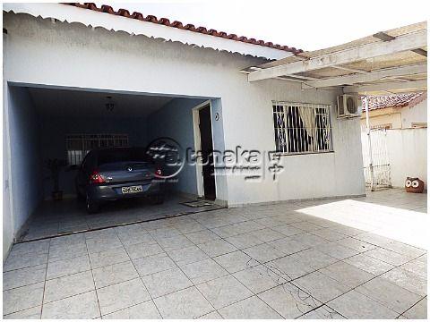 Casa localizada em avenida principal, podendo ser utilizado tanto como moradia como comercial.