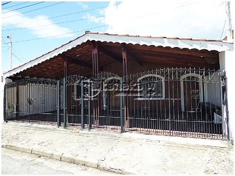 Casa térrea no Alvinópolis, finalidade comercial ou residencial.