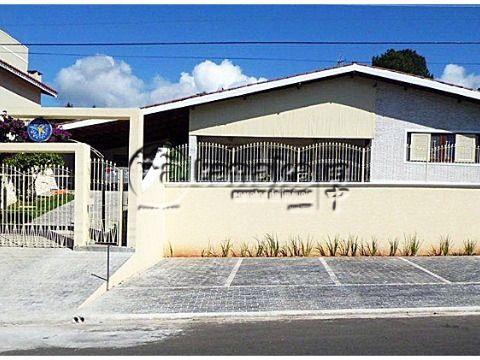 Residência ampla com perfil comercial para você abir seu consultório, clínica, casa de repouso, etc. Bairro com excelente status.