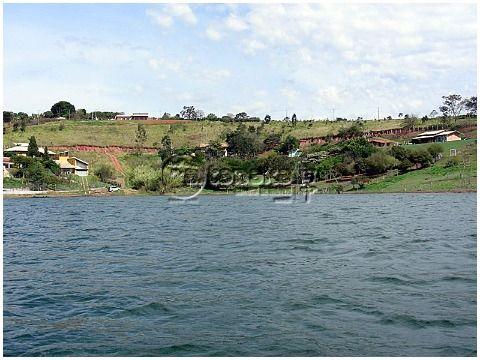 Chácara pé na água na represa de Piracaia.